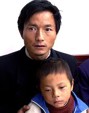 不能再让我的悲剧在孩子身上重演。--在农村,遗传是导致孩子得白内障的主要原因。