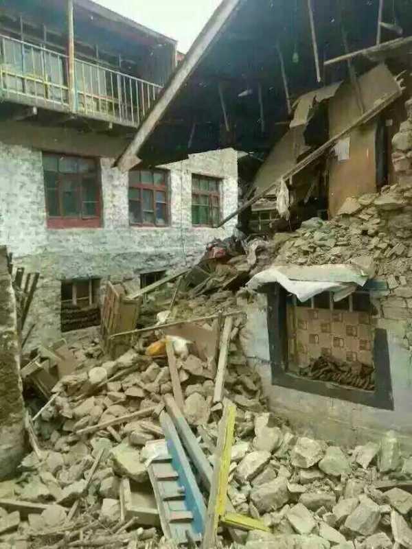 壹基金救援联盟回传的日喀则市聂拉木县城灾情