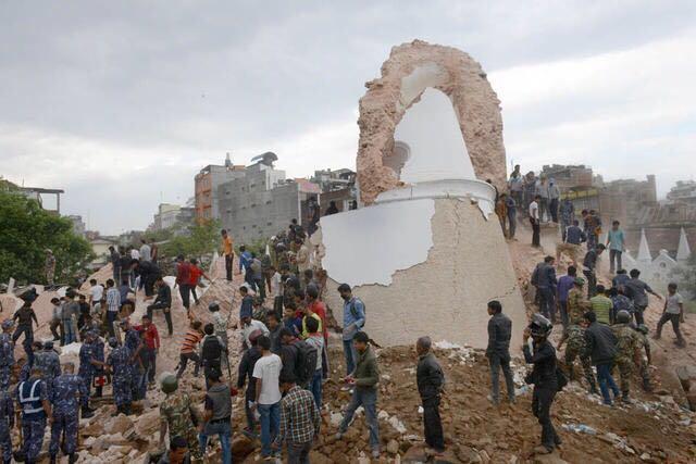 加德满都地标建筑Dharahara塔因地震倒塌